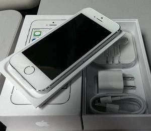 Продажа: Apple iPhone 5 64GB, Samsung Galaxy S4 и BlackBerry Porsche